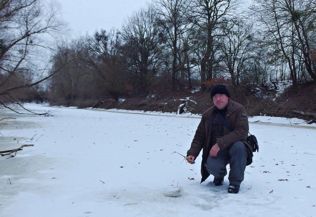 Zimní rybolov na dírkách